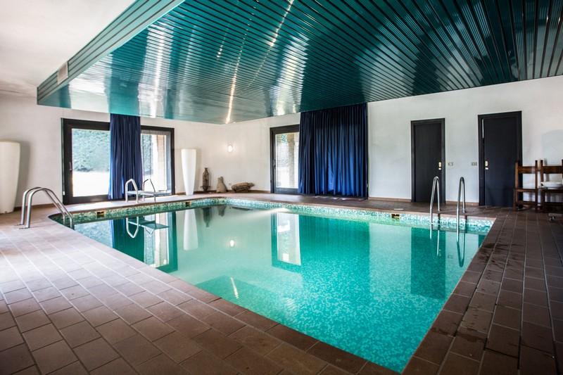 Camere e appartamenti con piscina for Piscina lainate